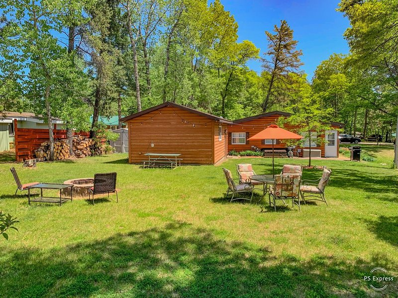 NEW! 2BR Breezy Point Cabin ✦ Walking Distance from Everything ✦, holiday rental in Pine River