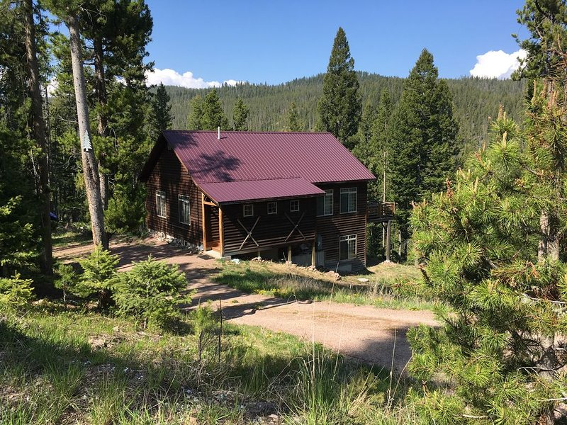 New Private Home Near Great Fishing, Hunting, Skiing!, holiday rental in Philipsburg