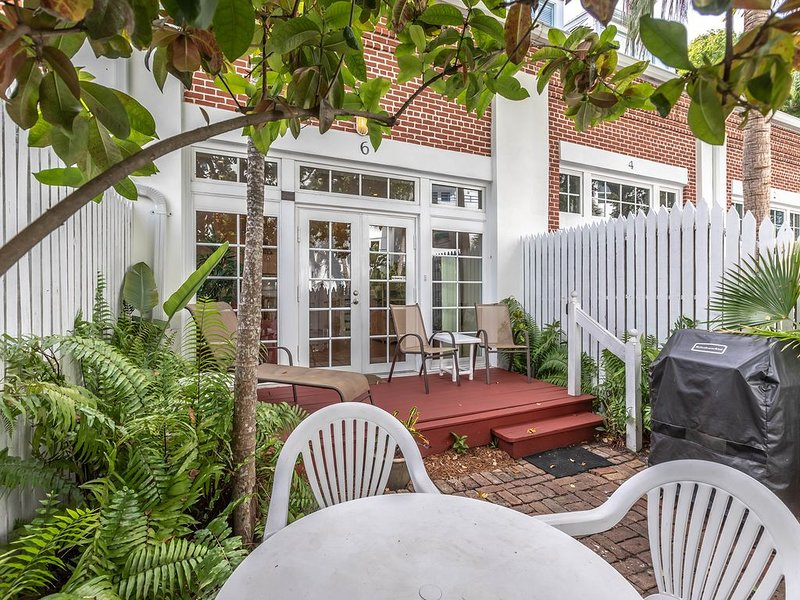 Truman Annex, two blocks from Duval, holiday rental in Key West