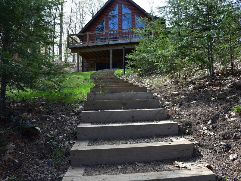 New Custom Built 5 BR, 3.5 Bath Home on Beautiful Bass Lake - Eagle River, vacation rental in Eagle River