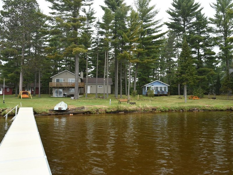 Big St Germain Lake House - Secluded 3 Acre setting with stream running through, holiday rental in Arbor Vitae