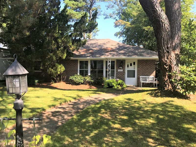 Charming Home in the Heart of Old Beach just a short walk to all the attractions, alquiler de vacaciones en Virginia Beach