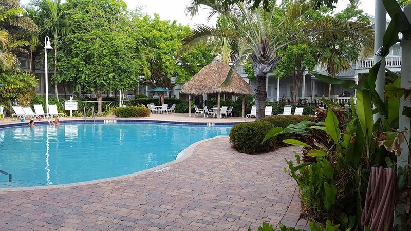 Clean and Relaxing!!   3 King Suites!!  Home with everything you need, holiday rental in Stock Island
