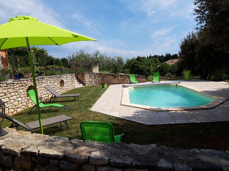 Charmant gite avec sa terrasse privée et piscine, location de vacances à Montclus