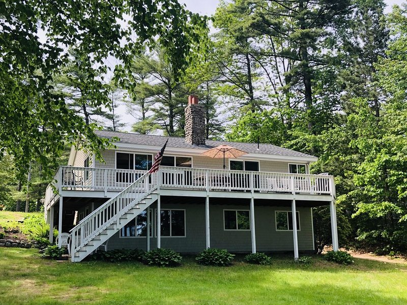 Quiet Cove On Pristine Sebago Lake, 5 BR, Beach, Dock, vacation rental in Raymond