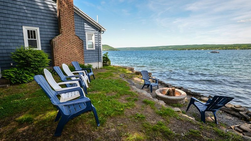 Pinot Point: 'Quality Accommodations On The Edge Of Keuka Lake', location de vacances à Hammondsport