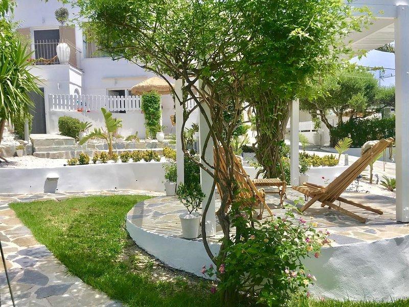 Appartement OMEGA , à 100 m de  la plage à pied,  vue sur mer, location de vacances à Almyrida