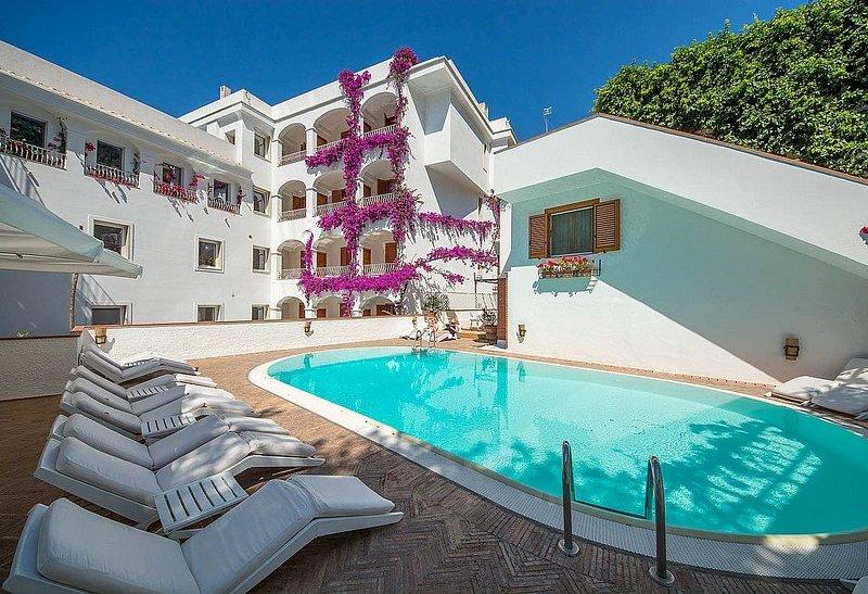 Casa Alloro B, rimborso completo con voucher*: Un accogliente appartamento situa, aluguéis de temporada em Minori