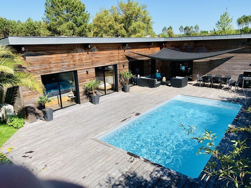 Villa luxueuse, moderne,10 p., Clim, Pisc chauffée, Vélos à dispo,pr. plage/golf, alquiler de vacaciones en Landes