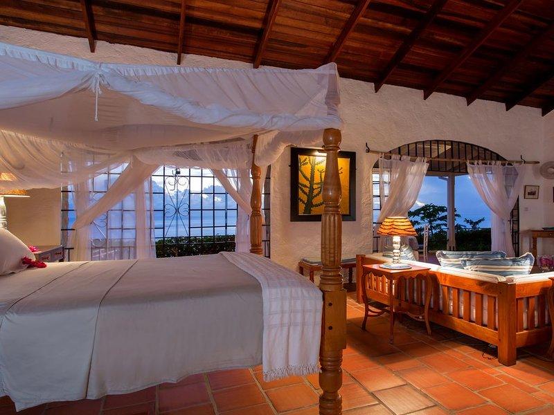 Cottage king bed à la recherche de portes voûtées