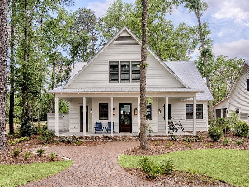 TENNIS COTTAGE WITH 2 ADULT BIKES- 3 KING BEDROOMS AND A  PULLOUT COUCH, holiday rental in Hardeeville