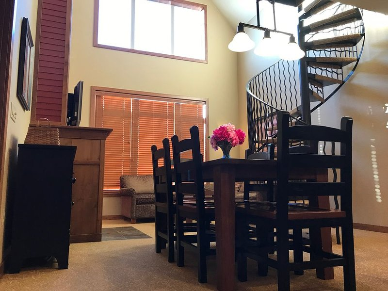 Deluxe Penthouse Loft 591, holiday rental in Kellogg