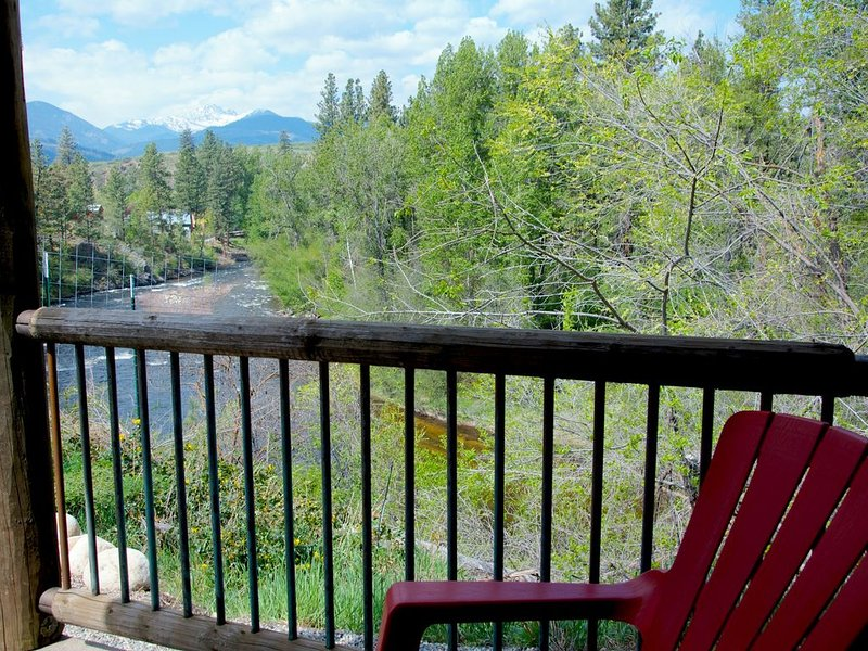 RiverSong Suites, Winthrop River-View, 2-Bdrm Apt, holiday rental in Mazama