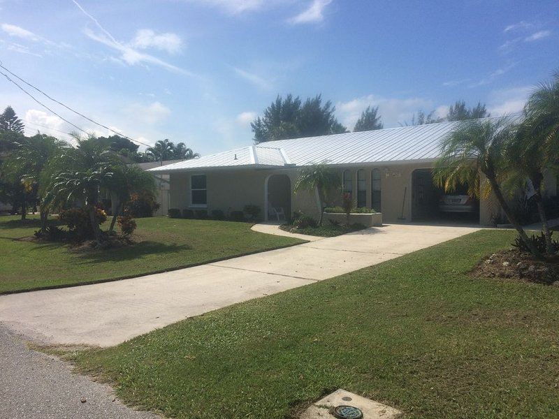 North End of AMI- Ground Level Family Friendly updated home, holiday rental in Anna Maria