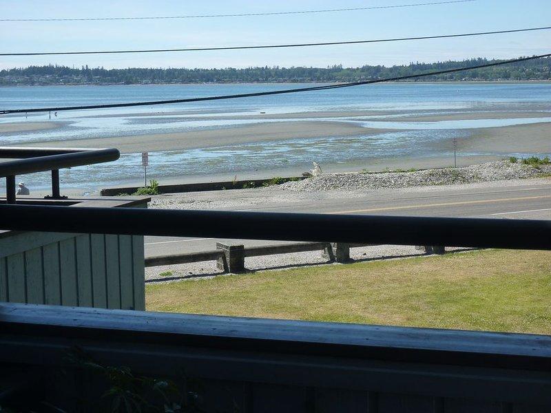 Gorgeous View from 2-bdrm Waterfront Condo, location de vacances à Birch Bay