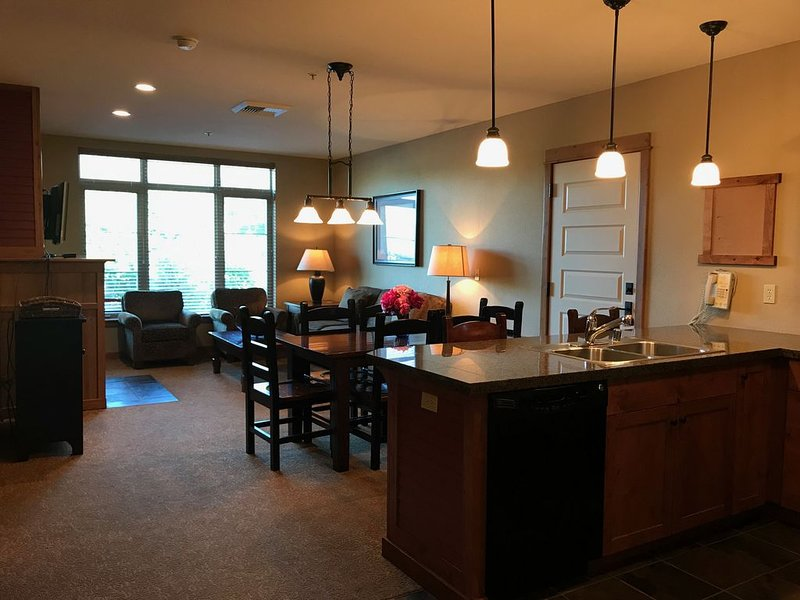 One Bed Lux Suite Mt View 375, holiday rental in Kellogg