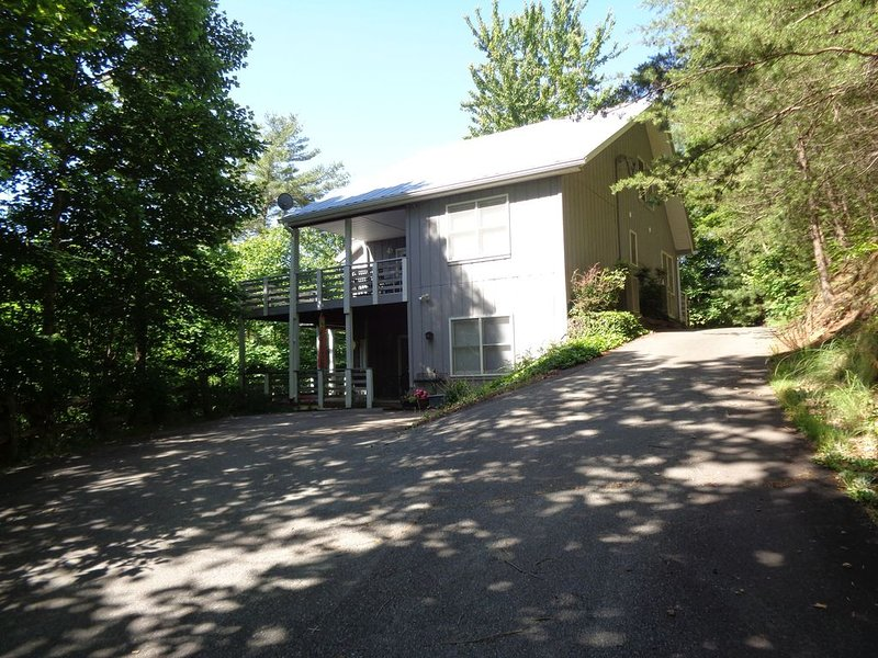 Luxury And Comfort In The Blue Ridge Mountains, casa vacanza a Weaverville