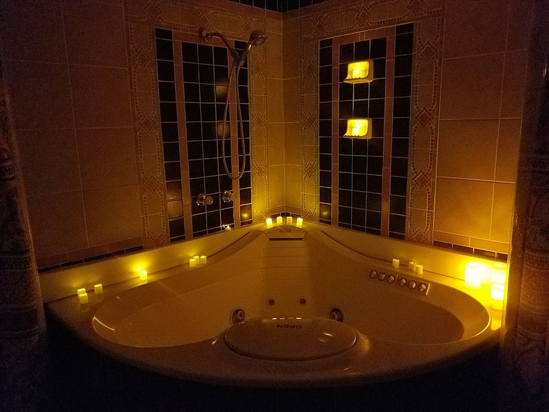 2 person JACUZZI Cozy Cottage (Entire House), casa vacanza a Nampa