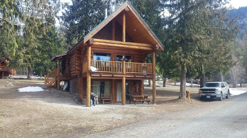 Kootenay Lake (Gray Creek, BC) - Log Home Cabin, aluguéis de temporada em Balfour