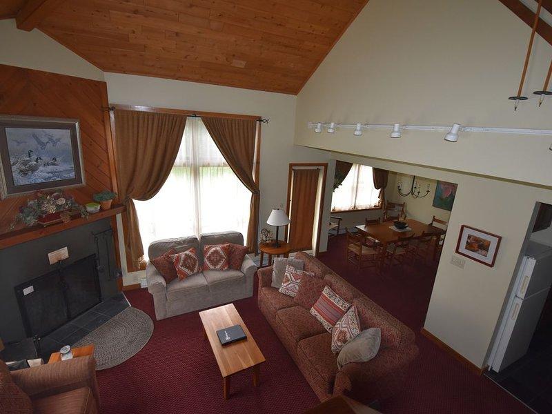 Trail Creek Ski Home 3 Bedroom 2.5 Bath Renovated jacuzzi sauna in unit, vacation rental in Killington