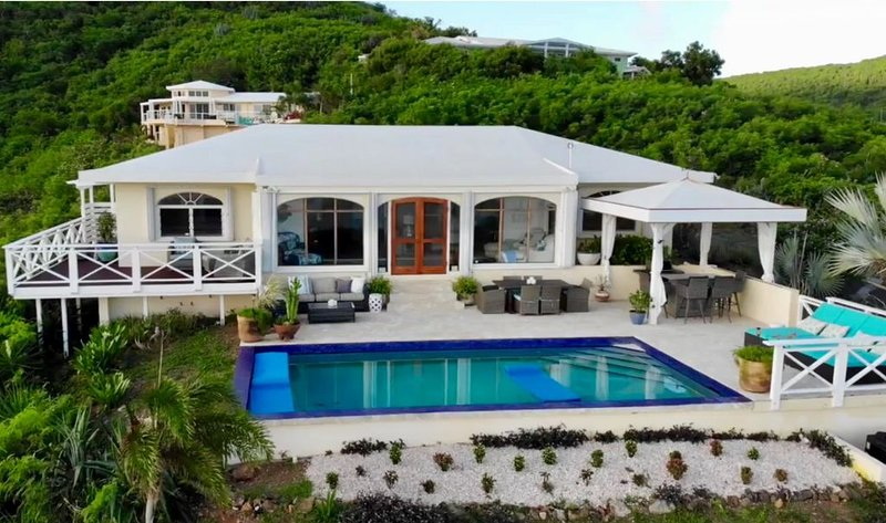 �Villa Bliss� Stunning Views of Buck Island, Yacht Club, St. Thomas & BVI, location de vacances à Sainte-Croix
