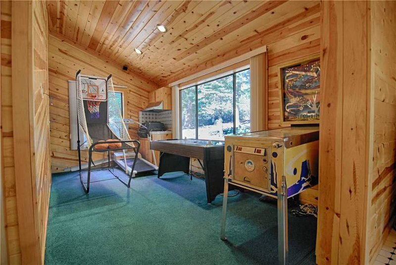 Game Room, Pool Table, Sleeps-a-lot!, alquiler vacacional en Tahoe Vista