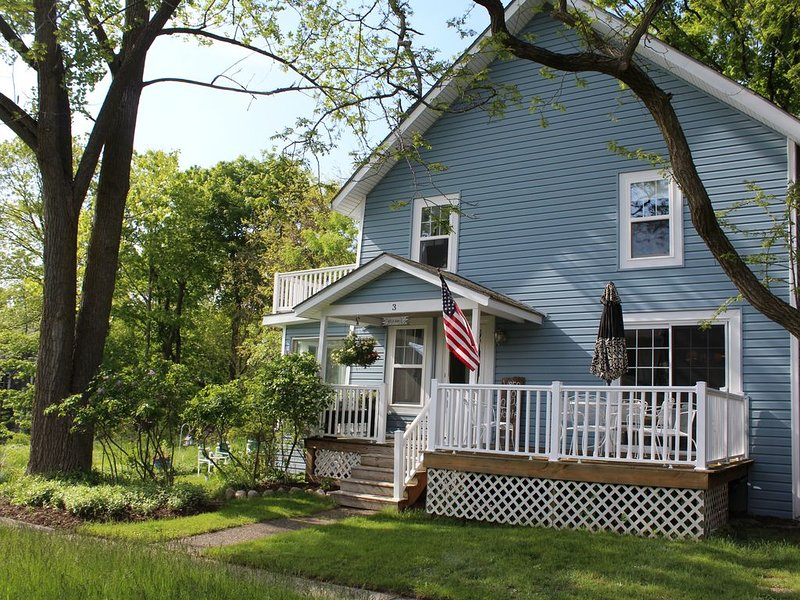 Classic, Cozy, Comfortable Cottage. Just Steps From The Beach, holiday rental in Grand Haven