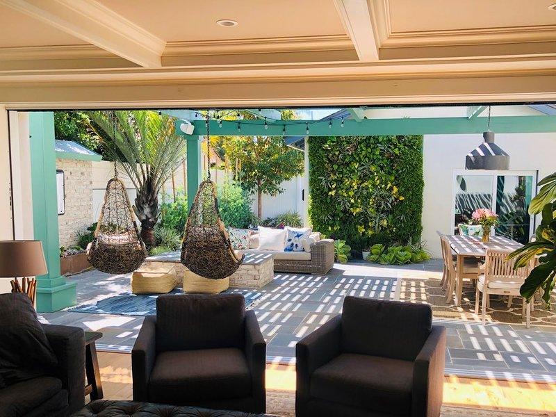 Newly Renovated Gorgeous Coronado Home, Walk to Beach/Shops, location de vacances à Coronado