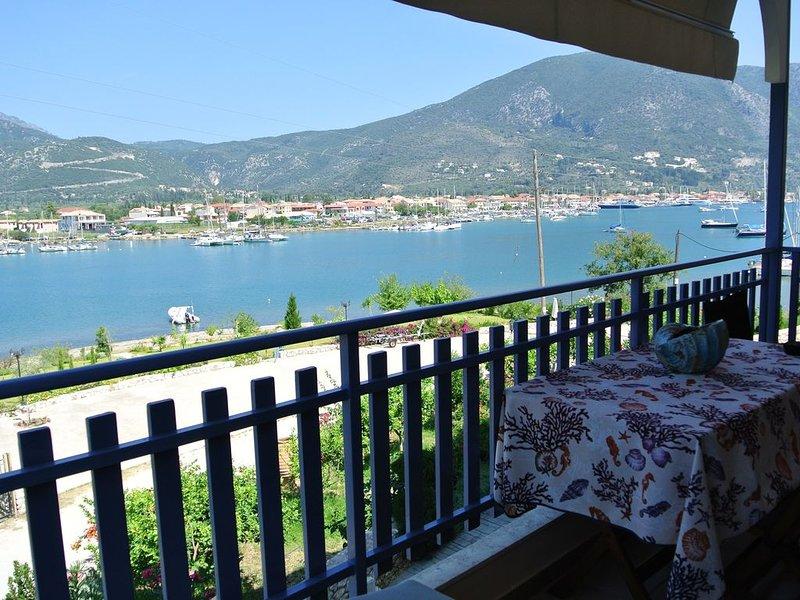 Lefkada Nydri Geni. Attrezzatissimo appartamento bilocale 4 posti letto p.1°, location de vacances à Spartochori