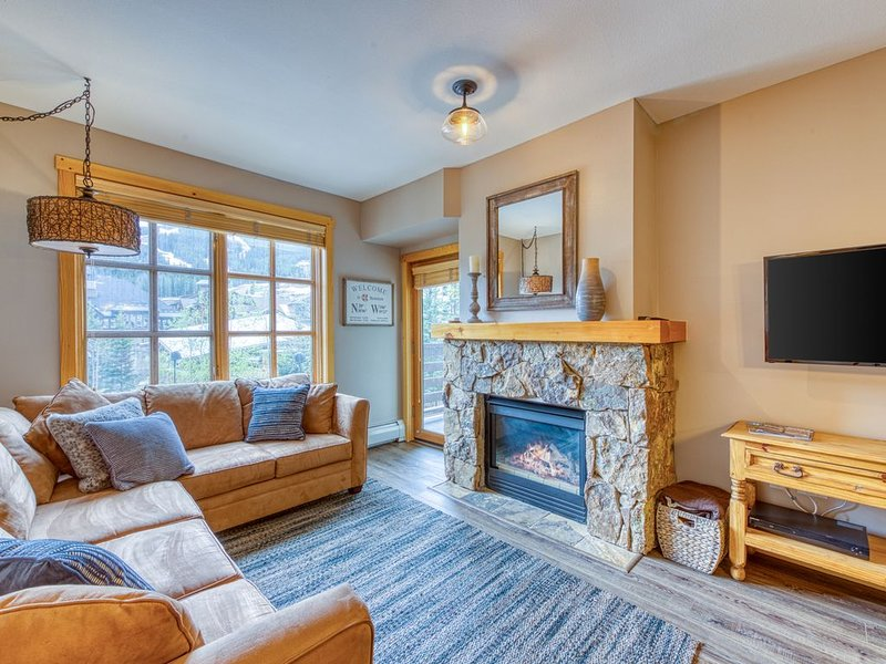 Ski-view condo w/shared hot tub/fitness room-walk to lifts & dining, alquiler vacacional en Copper Mountain