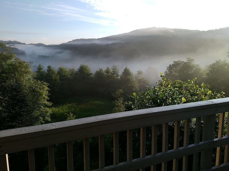 Long Range Views & Close to Grandfather, Roan, Beech & Sugar Mountains, casa vacanza a Newland