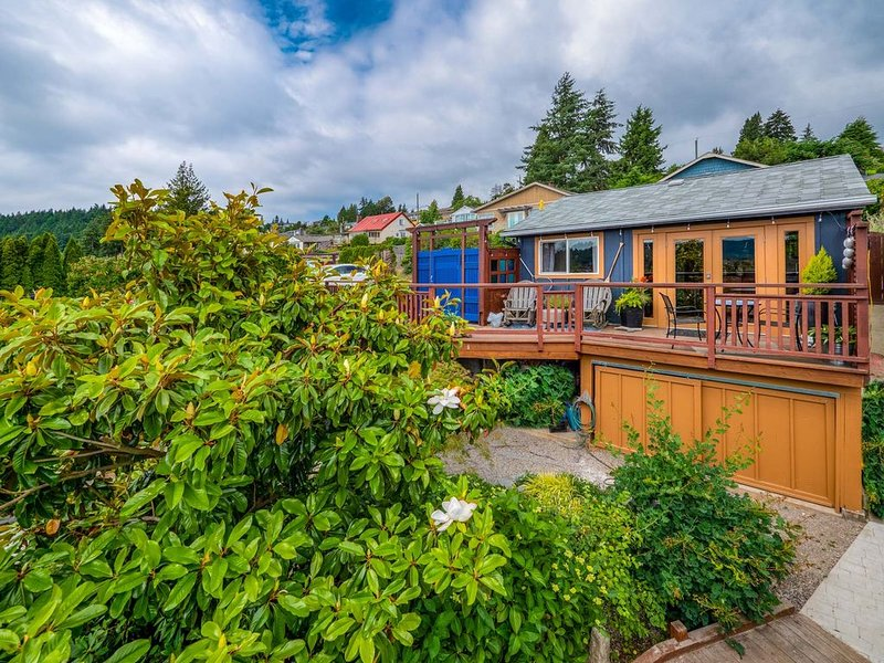 The Cottage at Little House in the Harbour, Gibsons BC, holiday rental in Bowen Island