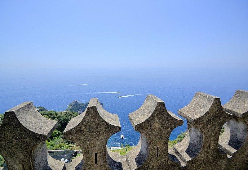 Villa Merlata: Un incantevole appartamento ricavato da una antica torre di guard, vacation rental in Conca dei Marini