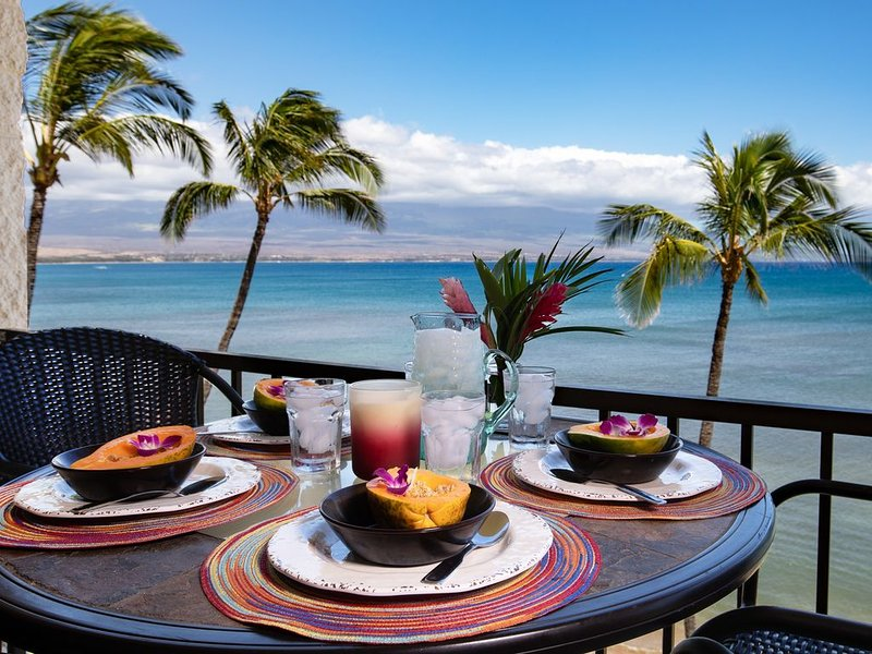 Maui Spectacular Prime Beach Front View with a/c! Spacious Corner Unit! *Kanai A, Ferienwohnung in Wailuku