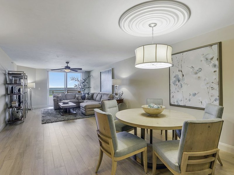 Make Amazing Memories in this Beautiful Newly Remodeled Beachfront Condo, vacation rental in Goodland