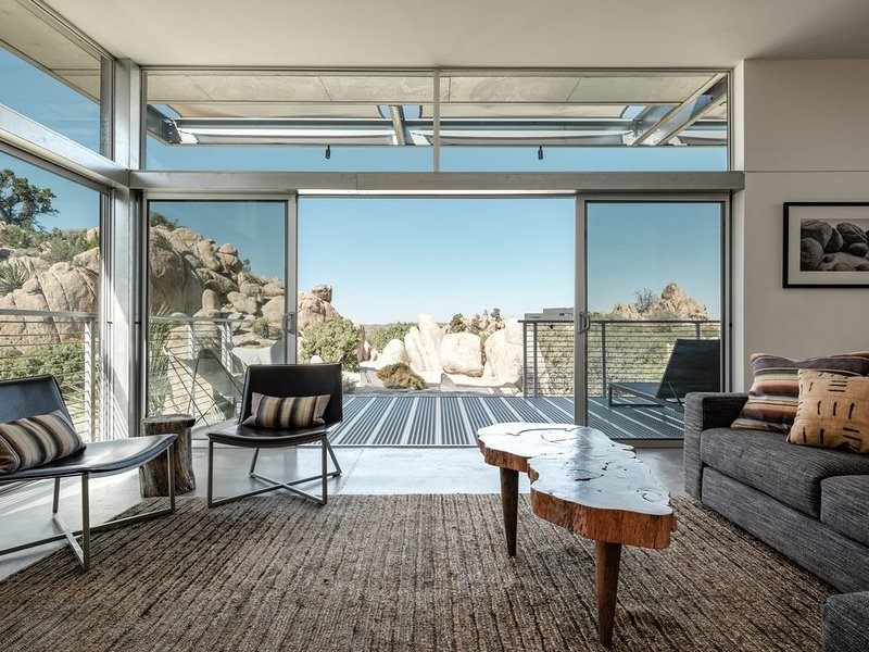 Dwell Published Modern Home Near Joshua Tree National Park: Rock Reach House, holiday rental in Yucca Valley