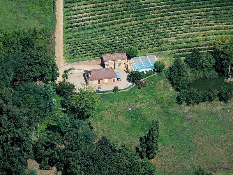 Ancienne Maison de Vigneron piscine privée 14 pers, holiday rental in Lamonzie-Saint-Martin