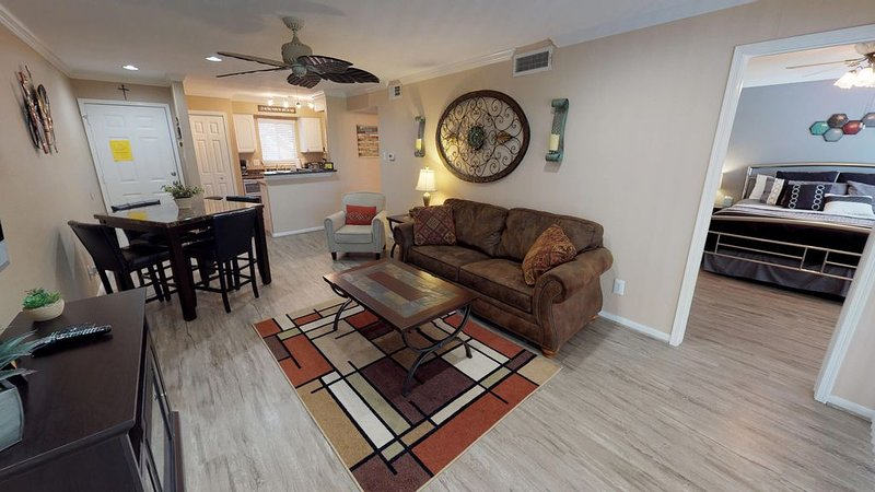 Beautiful Property And Lakefront Living - 2 Br / 2 Bath Condo, holiday rental in Montgomery