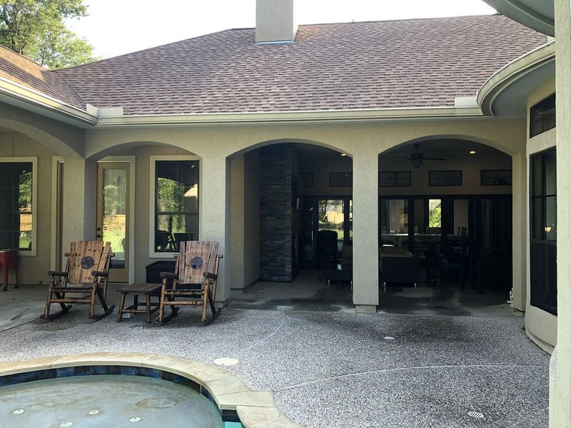 Guest House, Quiet, 1st floor, acreage, 15 min IAH, Exxon, Kingwood, Woodlands, vacation rental in Spring