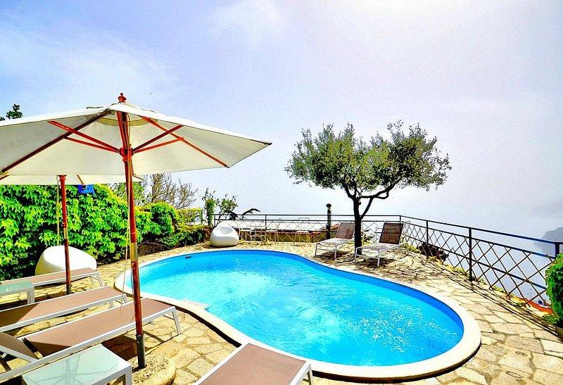 Villa Tecla A, rimborso completo con voucher*: Una caratteristica casa indipende, holiday rental in Nocelle