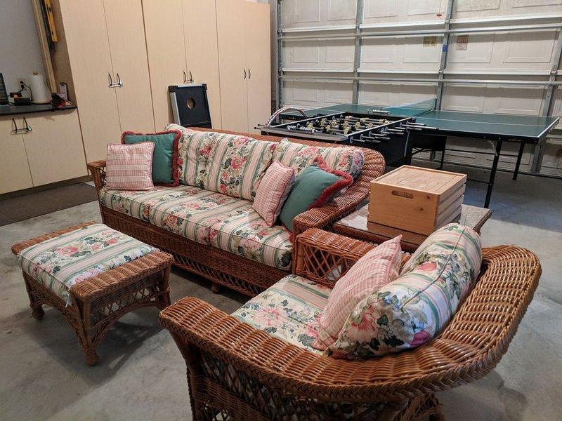 Garage rec området inkluderar Foosball bord och bordtennisbord