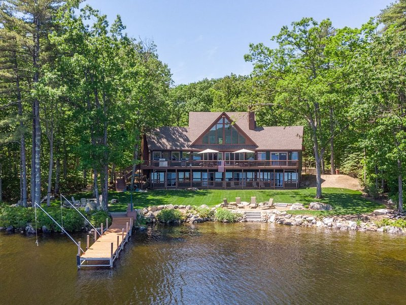Impressive Lake Winnipesaukee Refuge with 40' dock and beautiful views, vacation rental in Moultonborough