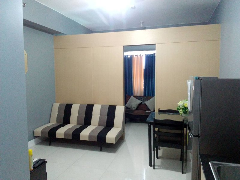 Fully Furnished Condo Across SM Mall Centre Point, holiday rental in San Juan