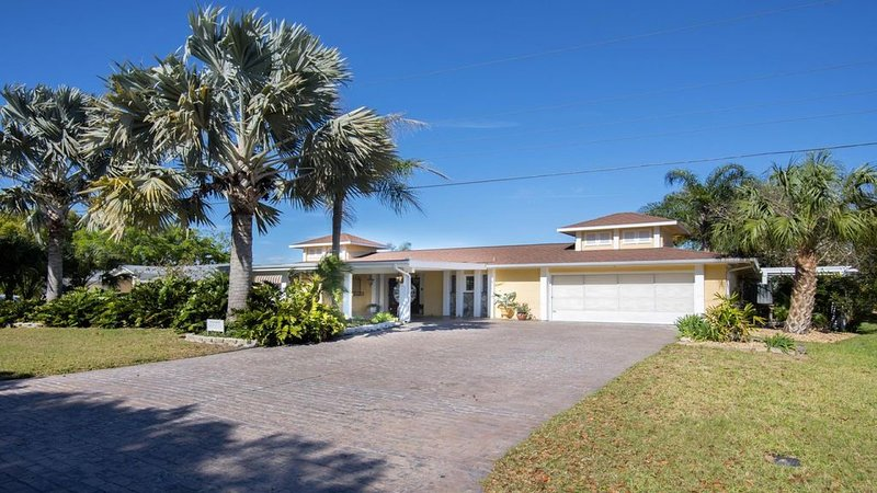 Beautiful Crystal River Ranch With Pool, holiday rental in Crystal River
