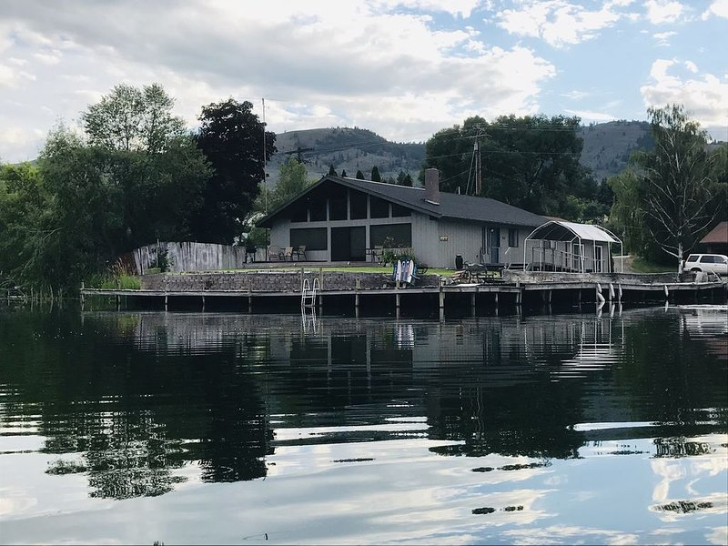 Book now for summer fun! Beautiful Lakefront Home close to dining & town., holiday rental in Oroville