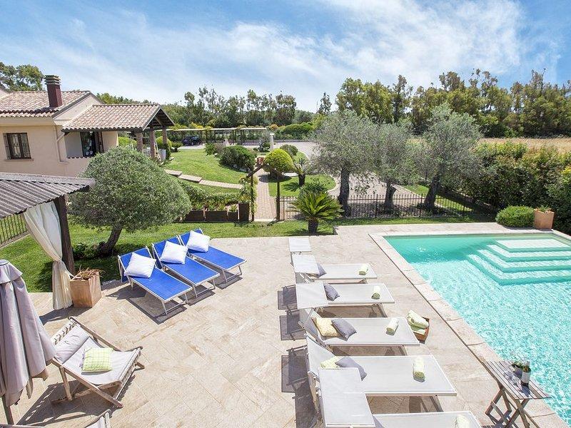 Ad Alghero Splendida Villa Mariposa, con piscina, per 12/14 persone, holiday rental in Argentiera