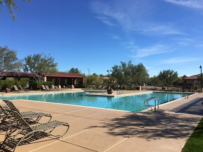*SANITIZED* MONTHLY SAVING Simply Irresistible Superb 4 BR Home/ COM Pool/ North, holiday rental in New River