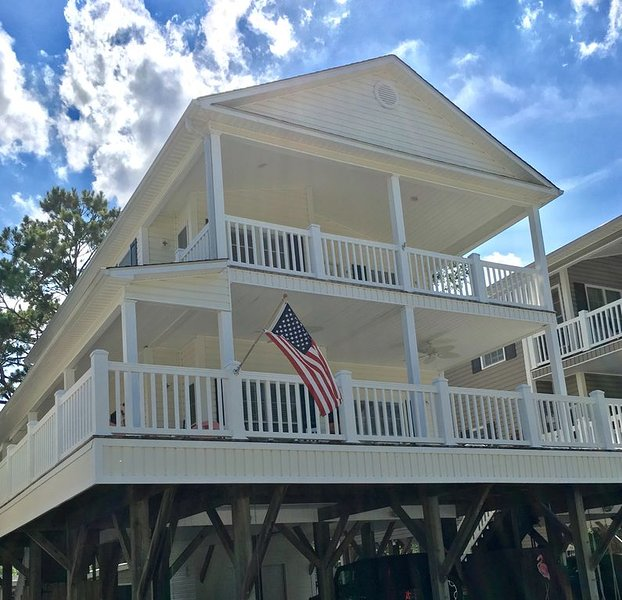 ENDLESS AMENITIES INCLUDED WIFI, CORN HOLE, HAMMOCKS & MORE, holiday rental in Socastee