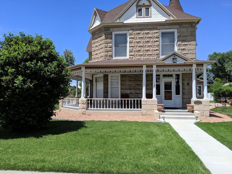 ♡Sagebrush IV: Elegantly Appointed Private Home, Free Wifi & Pets Welcome, holiday rental in Fruita