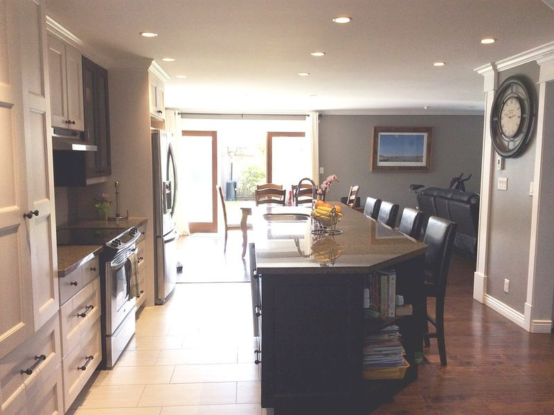 Lovely North Vancouver Home- great for family gatherings, alquiler vacacional en North Vancouver
